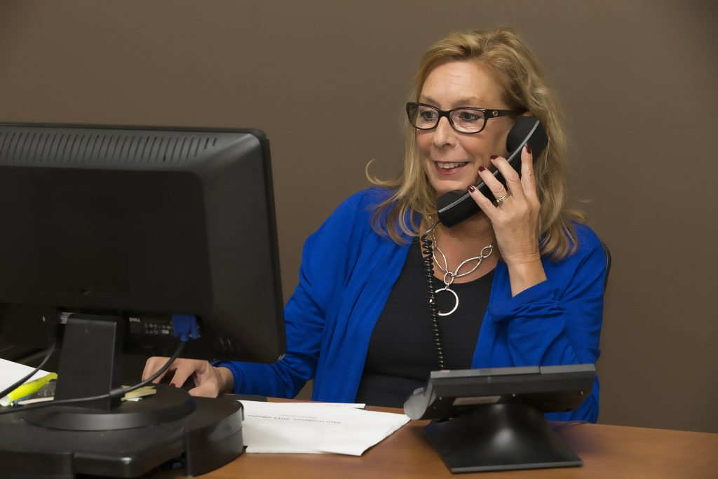 woman coldcalling